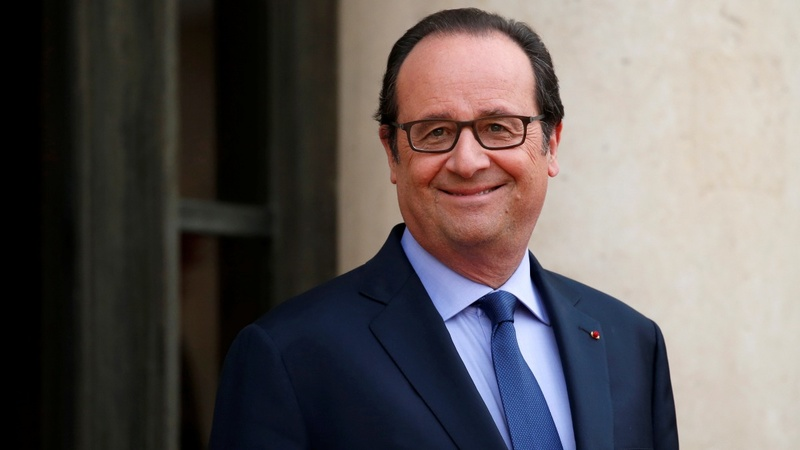 Hollande's haircuts set social media alight