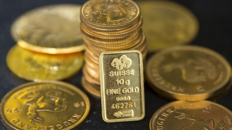 Britons go for gold as pound loses shine