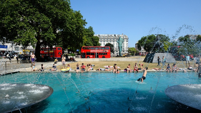Brits try to keep their cool during heatwave