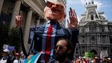 Democrats divided as Convention kicks off