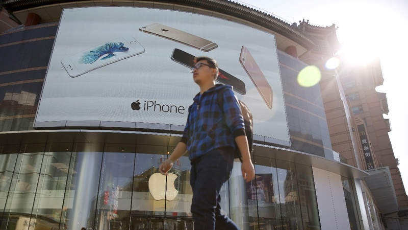 Apple's China revenue dives as iPhone sales fall