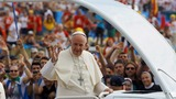 Pope urges youth to look beyond fads