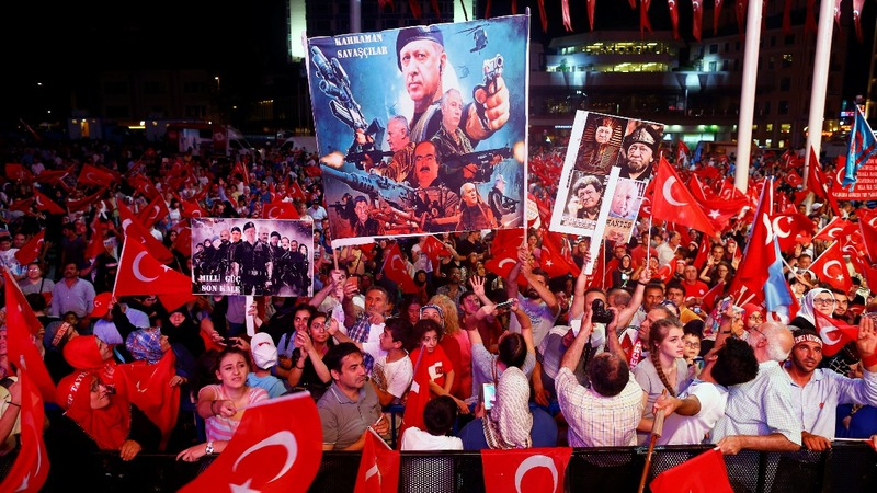 Turkey raids courthouses for coup suspects