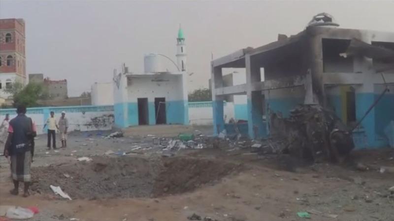 Air strikes hit Yemen hospital, school