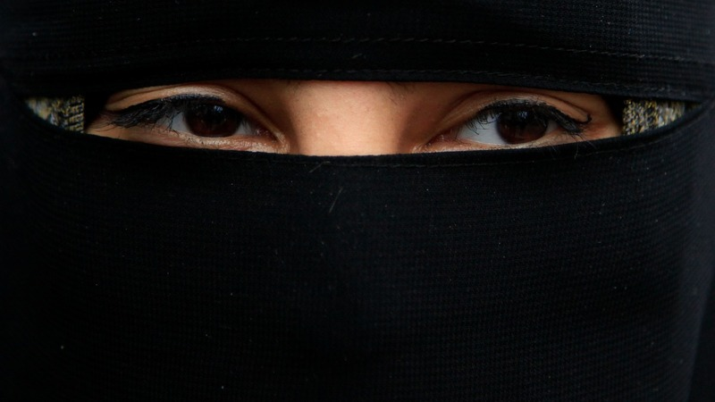 German ministers back partial face veil ban