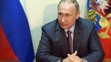 Putin flies to Crimea amid war games