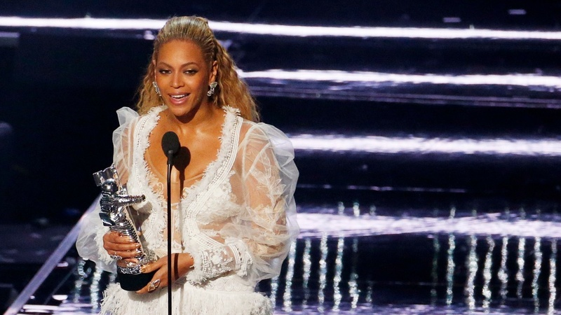 'Queen Bey' Beyonce rules over VMA's
