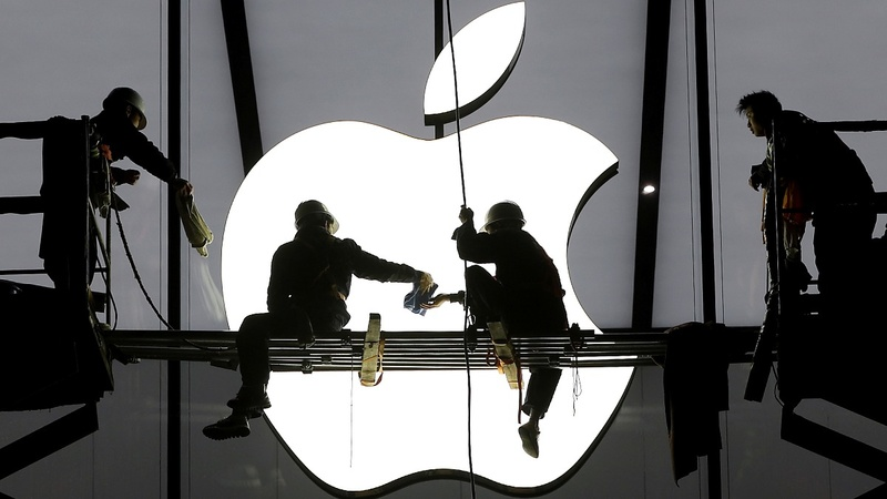 EU hits Apple with €13bln tax bill