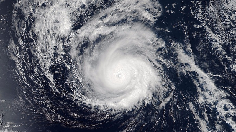 Hurricane threatens Hawaii; storm nears Florida