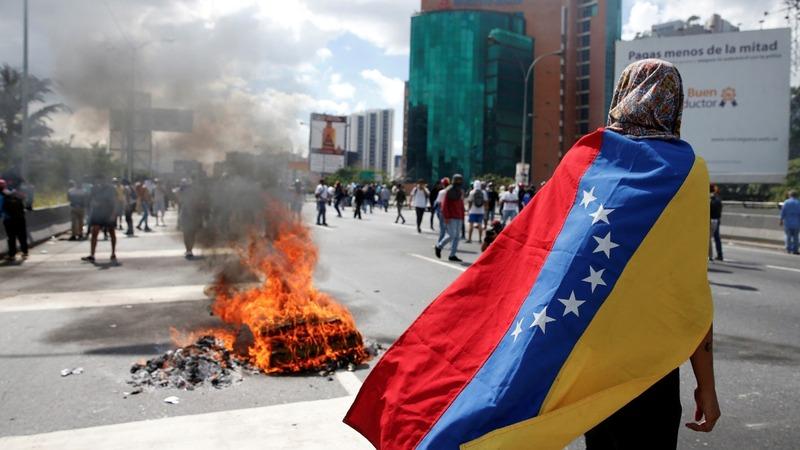 Huge anti-Maduro protest turns violent in Venezuela