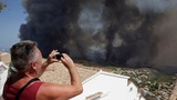Firefighters battle Spain wildfires
