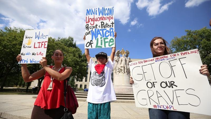 Protesters fight to stop North Dakota oil pipeline