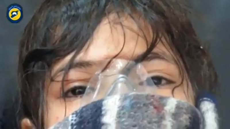 Suspected chlorine attack chokes Aleppo children