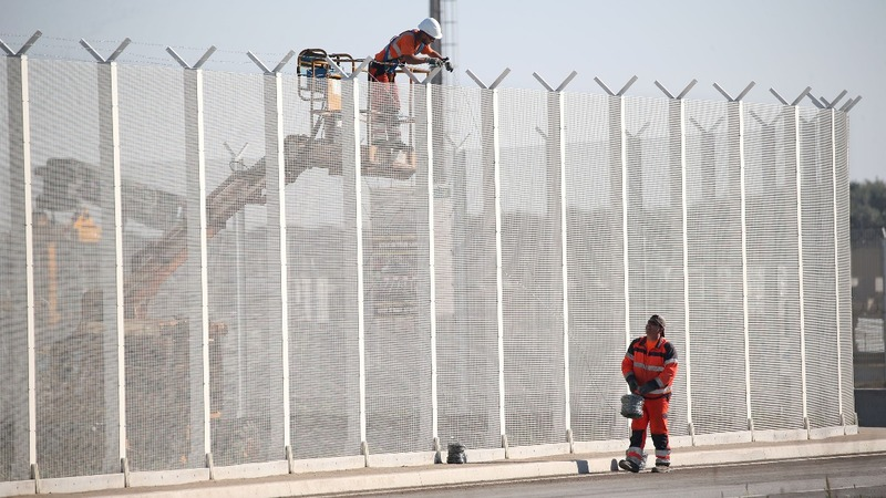 Calais wall to protect trucks from migrants
