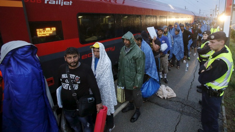 Migrant crisis impacts Hungary, Austria votes
