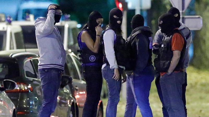 Three women arrested in suspected Paris attack