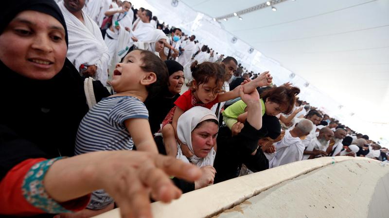 INSIGHT: Pilgrims in Haj stoning ritual