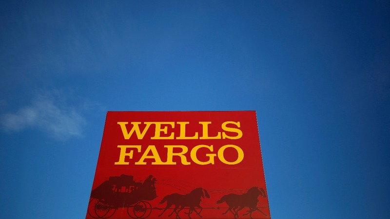 Warren Buffett loses a billion as Wells Fargo scandal grows