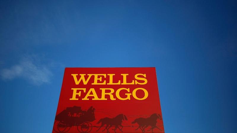 Warren Buffett loses a billion as Wells Fargo scandal grows