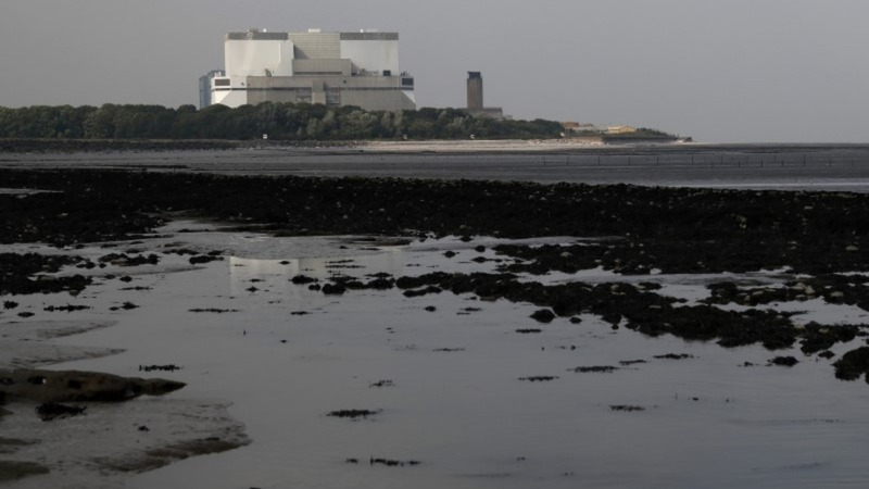 UK approves nuclear plant, dodges China spat