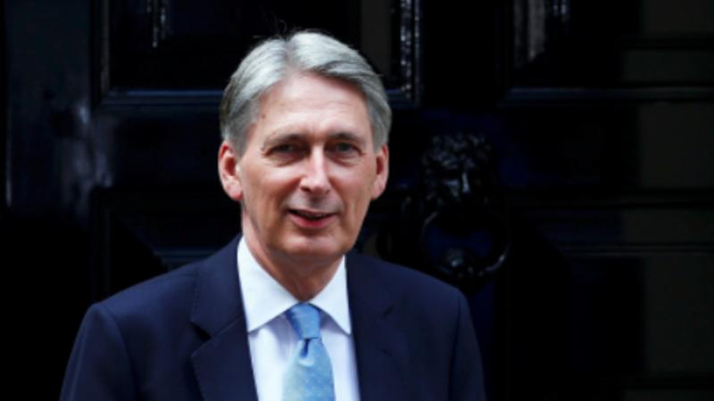 Deficit makes Brexit budget boost tough in UK