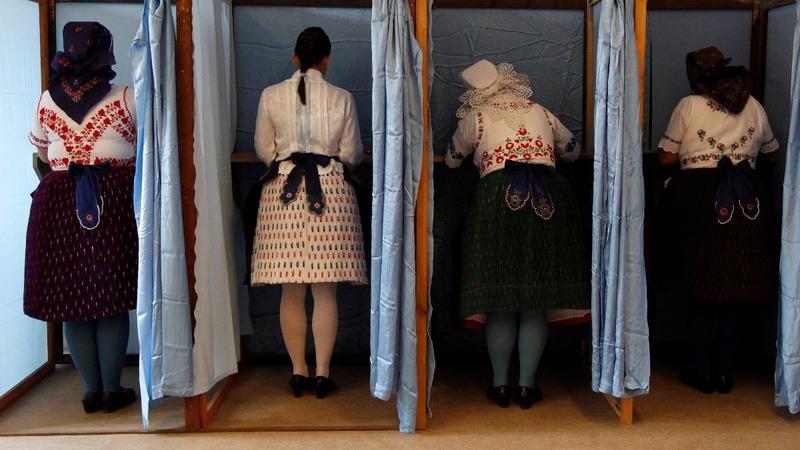 Hungarian voters reject EU migrant plan