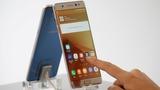 Replacement Samsung phone emits smoke on plane