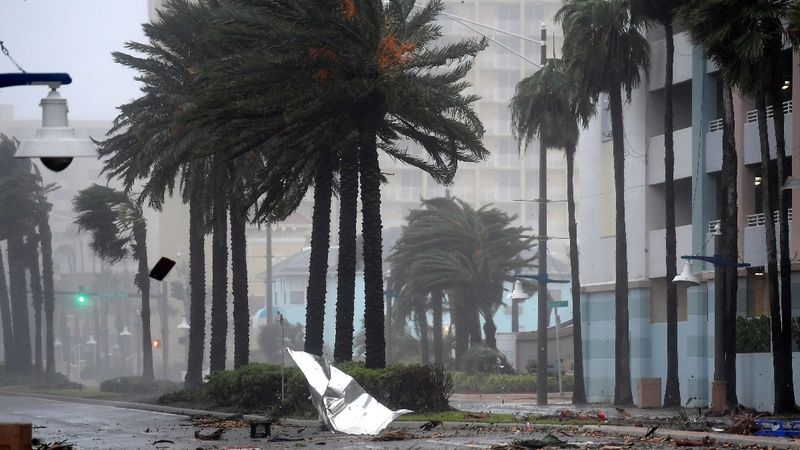 Hurricane Matthew pummels Florida coast, heads north