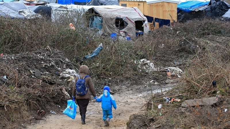 France demands Britain take in refugees