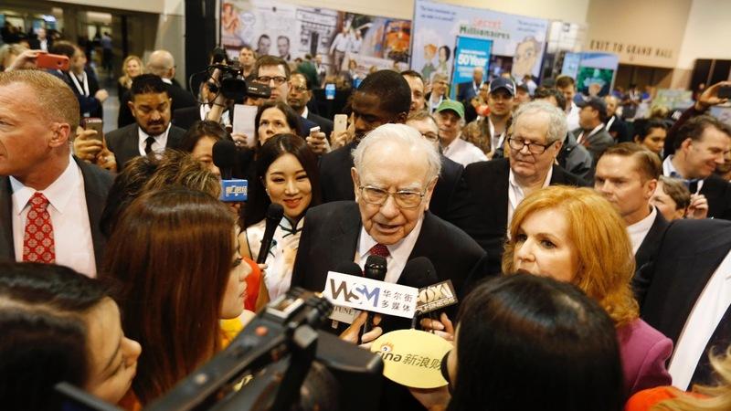 Buffett rejects Trump's comparison on taxes