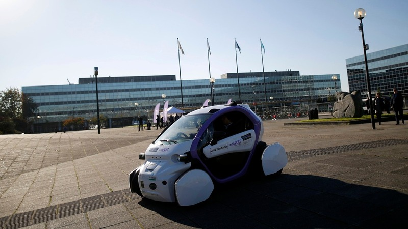 Driverless car makes debut on UK streets