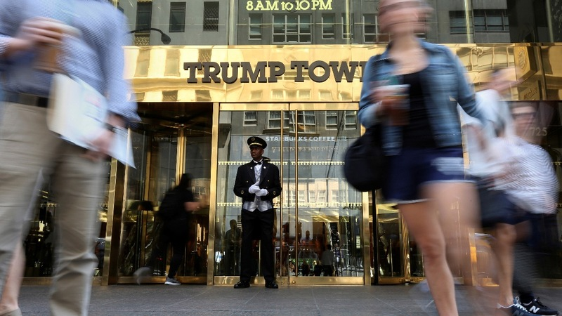Filings show very few Trump workers are Trump donors