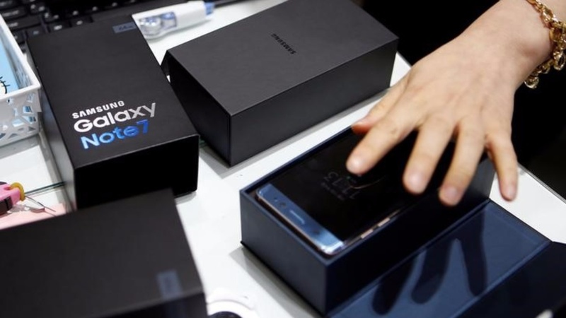 Rivals ready to pounce on Samsung's mobile turf