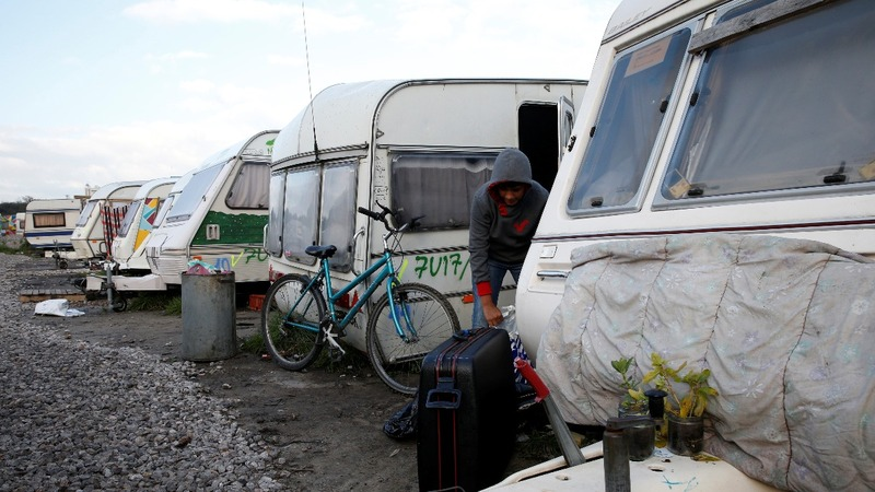 "Calais migrants say goodbye to the ""Jungle"""