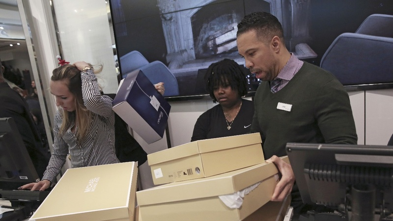 Shoppers boost chance of December rate hike