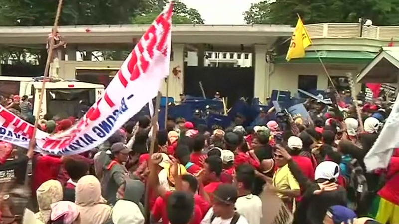 INSIGHT: Manila police vans ram anti-U.S. activists