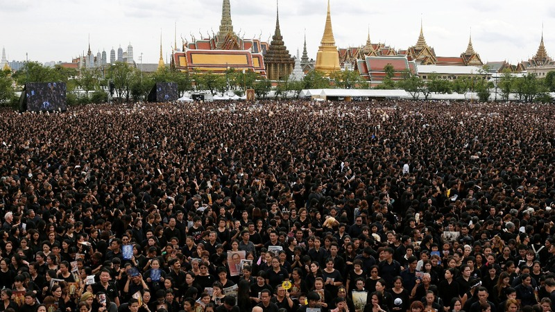 INSIGHT: Royal anthem sung for late Thai King