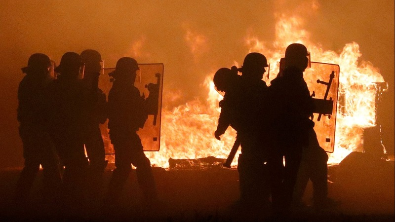 Clashes erupt in Calais 'Jungle' on eve of eviction