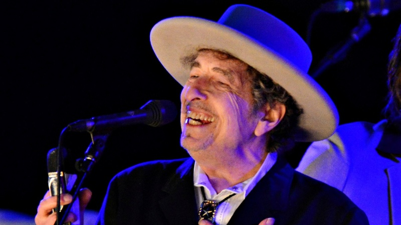 Nobel Academy to Dylan: ball is in your court