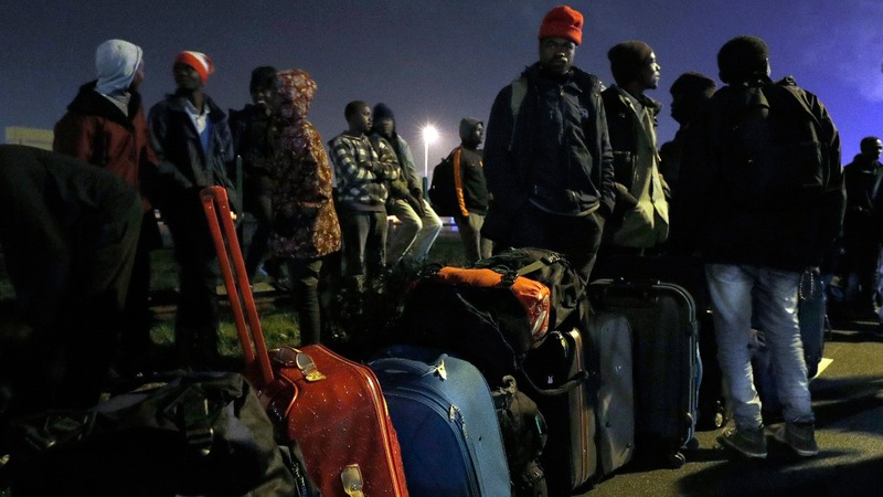 France begins mass evacuation of Calais 'Jungle'