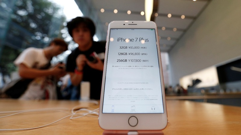 Surprise demand for larger iPhone leaves Apple scrambling