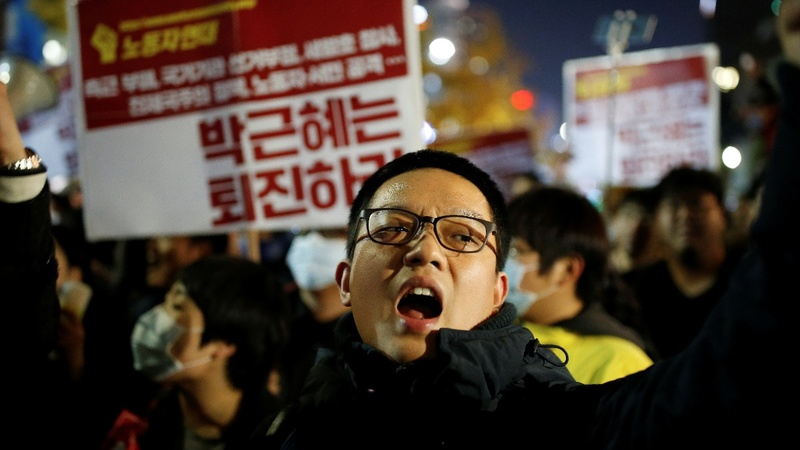 Thousands call for South Korean president to resign