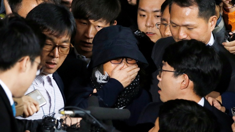 S Korea's Park struggles to contain scandal