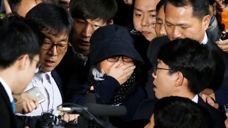 S Korea's Park struggles to contain scandal