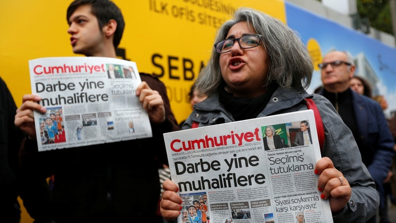 Turkey arrests top editor, deepens crackdown