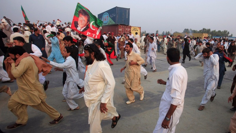 Police and activists clash over Pakistan rally
