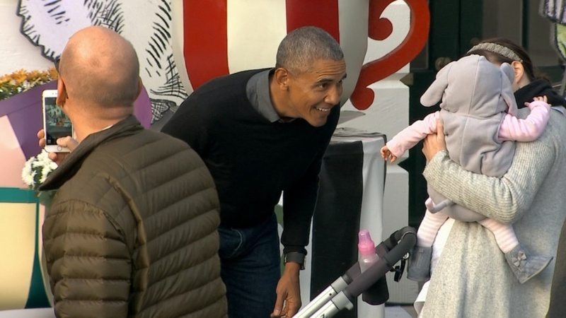 INSIGHT: Obama sings at 'Thriller' White House Halloween party