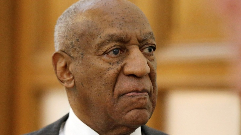 'Legally blind' Cosby attends battle over key evidence