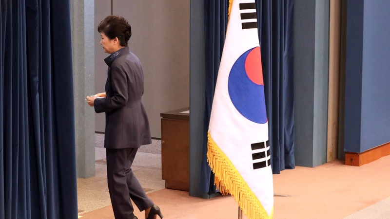 S Korea's Park axes top jobs to stifle scandal