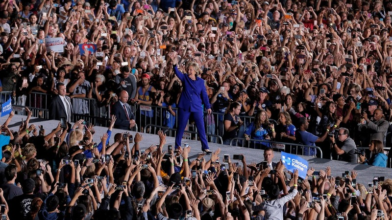 Reuters poll shows consistent lead for Clinton